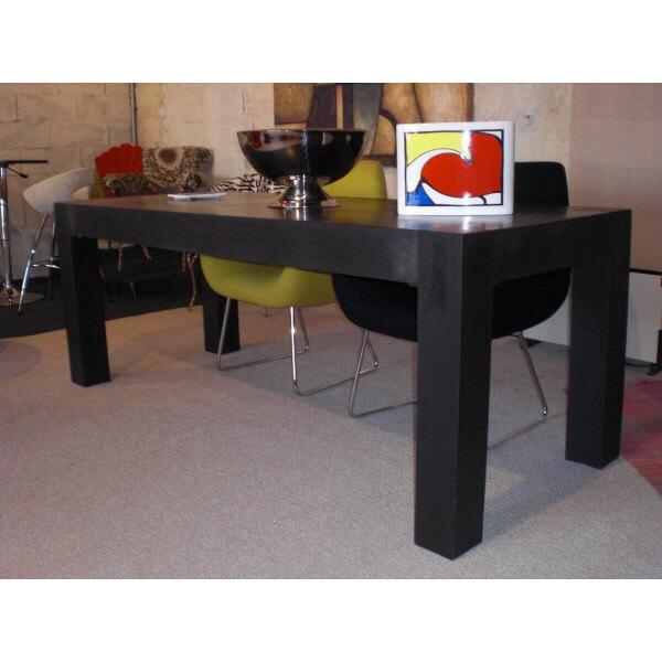 Table de repas noire for Table exterieur interieur