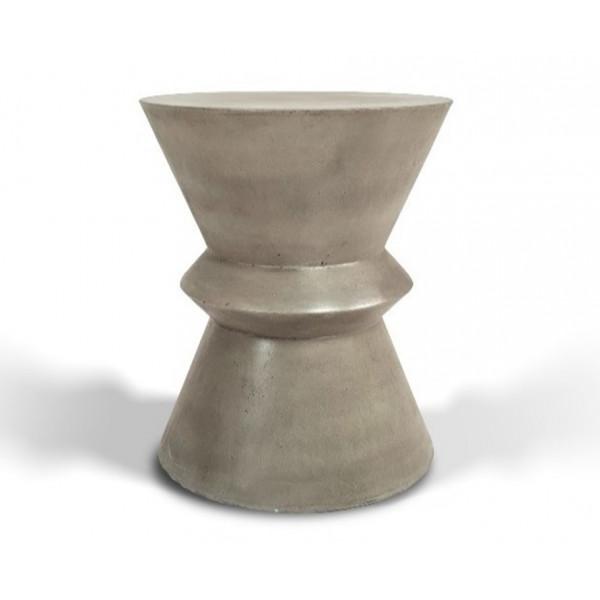 BETON - Grey concrete stele