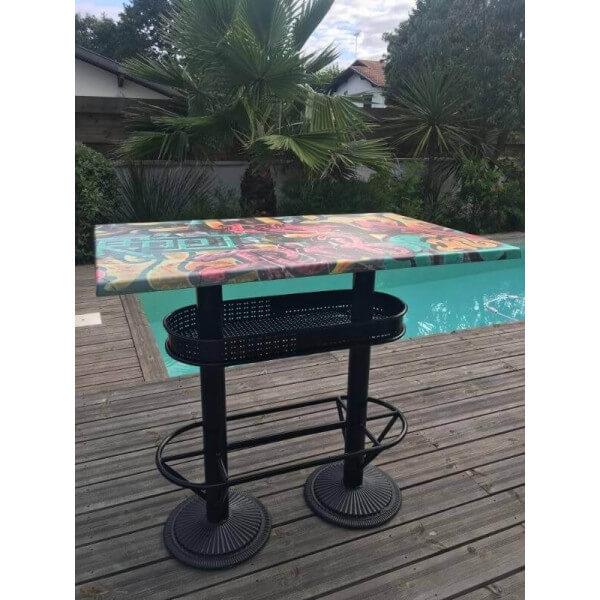 table haute style industriel graffiti. Black Bedroom Furniture Sets. Home Design Ideas