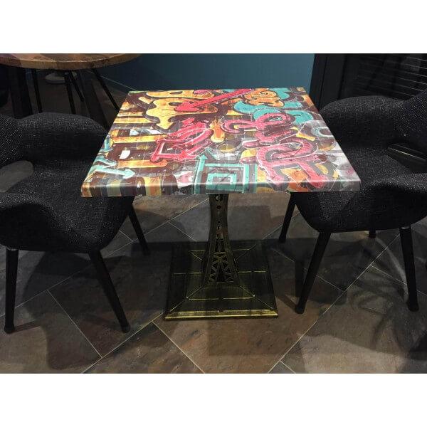 Petite table carrée Eiffel avec plateau Graffiti