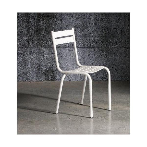 White laquered chair Prity